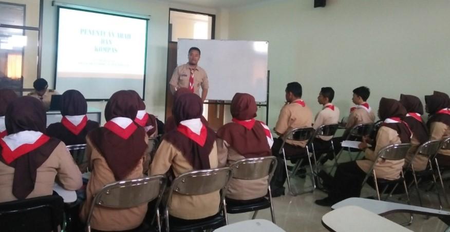 Penyampaian materi di ruang kelas